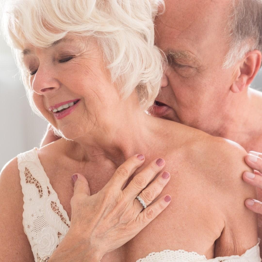(fonte: Blog da Lúcia Helena (https://luciahelena.blogosfera.uol.com.br/2019/08/27/prepare-se-para-fazer-sexo-ate-nao-poder-mais-aos-70-aos-80-aos-90-anos/) )